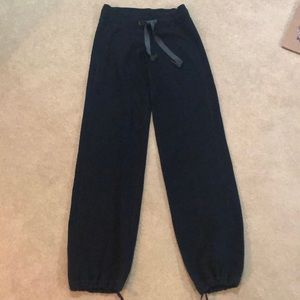 🍋lululemon soft pant with cinch ankle ties♥️EUC